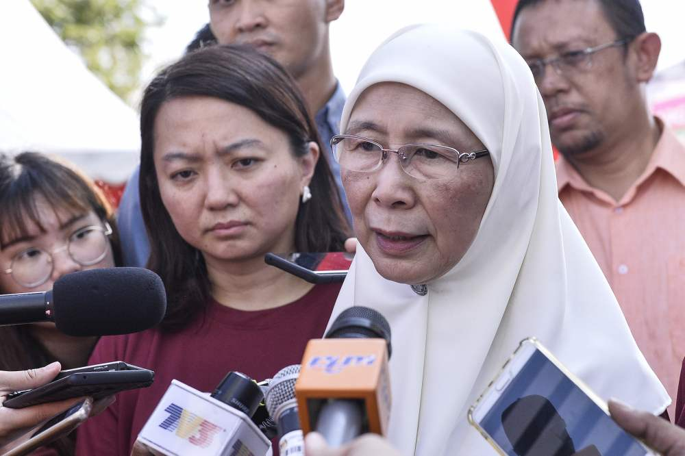 Datuk Seri Dr Wan Azizah Wan Ismail nderscored that zero-based budgeting has been introduced to take funds away from programmes, activities or projects that are inefficient, ineffective and fraught with leakages.― Picture by Miera Zulyana