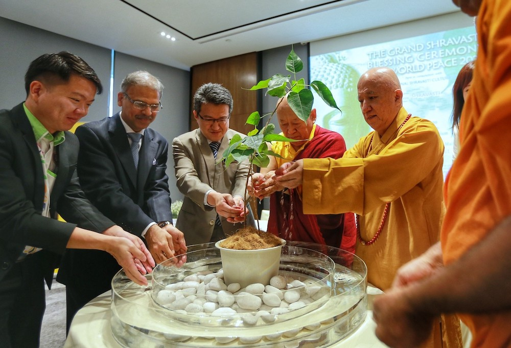 (From left) Young Buddhist Association of Malaysia deputy president Sin Yew Sen, India High Commissioner to Malaysia Shri Mridul Kumar, Deputy Defence Minister Liew Chin Tong, India's Great Shravasti Centre founder Drikung Kyabgon Tinle Lhundup and Malaysia Buddhist Association vice-president Venerable Chan Liang at the launch of Shravasti Fest 2020. — Picture by Ahmad Zamzahuri