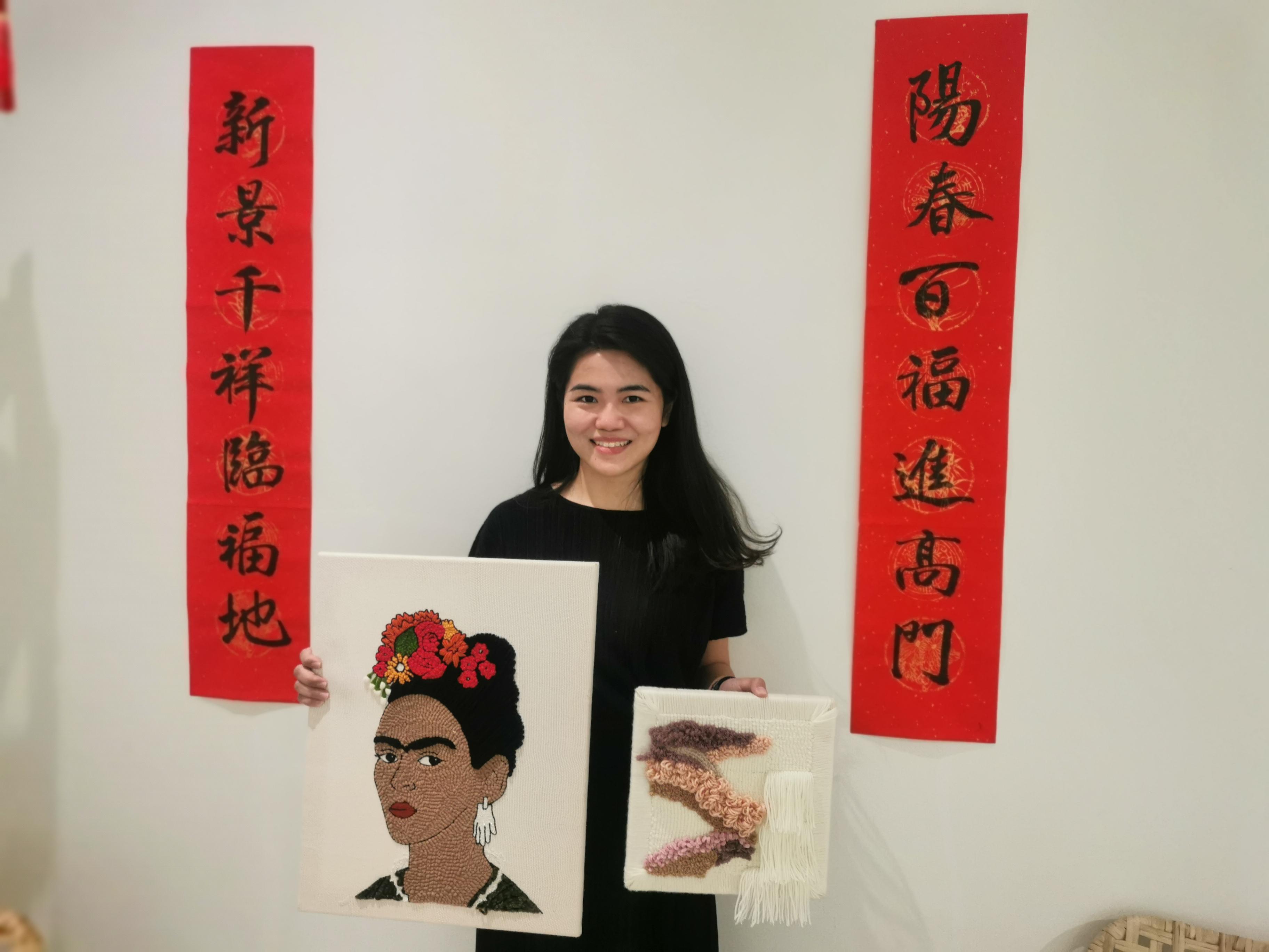 吴瑜羚展示自己最喜欢的戳戳绣作品。-杨琇媖摄-