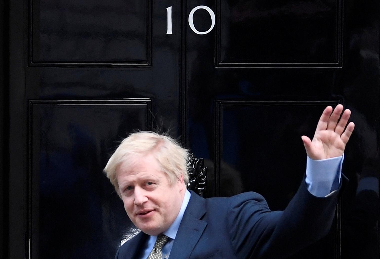 约翰逊继续留在唐宁街10号的首相官邸,并将日以继夜完成任务,以报答选民的支持。-路透社-