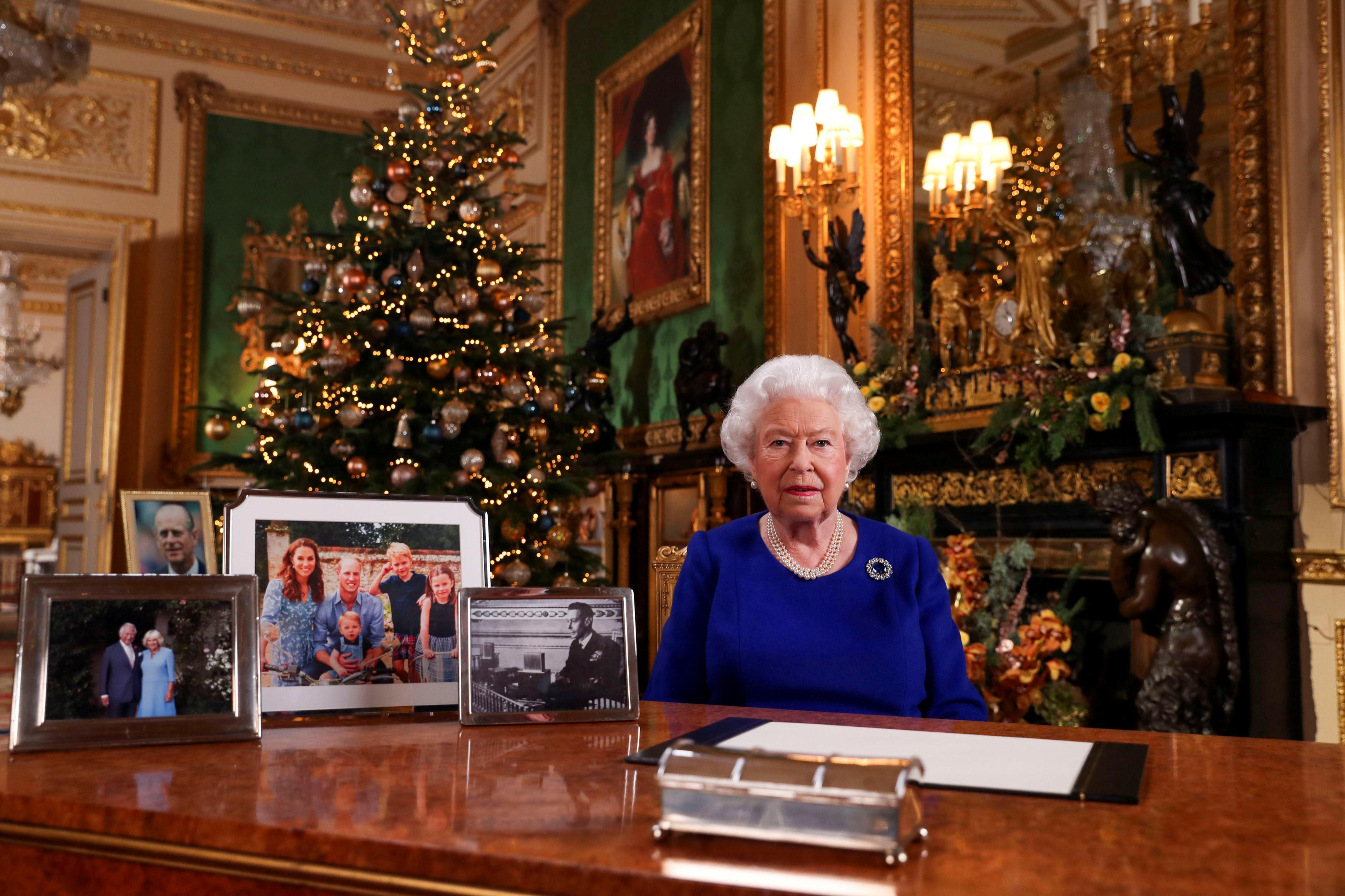 英国女王伊丽莎白二世周三发表圣诞谈话,她向年轻一辈环保运动人士致敬。-路透社-