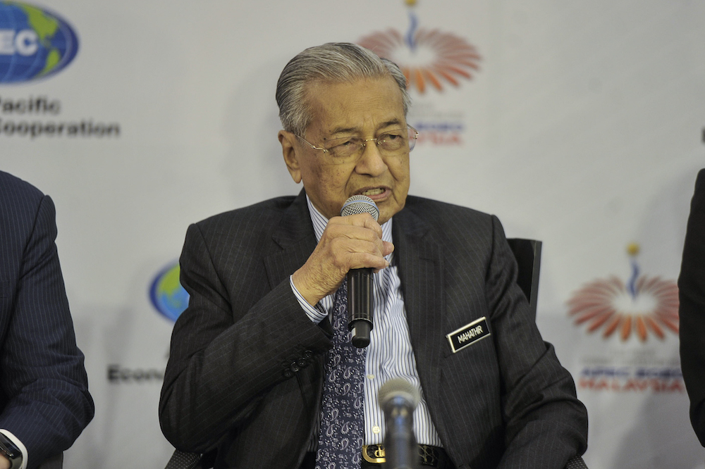 Pakatan Harapan chairman Tun Dr Mahathir Mohamad stressed that he did not wish to be drawn into the internal conflict breaking out in its largest component, PKR. — File picture by Shafwan Zaidon
