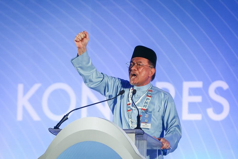 PKR president Datuk Seri Anwar Ibrahim delivers his speech during the 2019 PKR National Congress at MITC in Melaka December 7, 2019. — Picture by Yusof Mat Isa