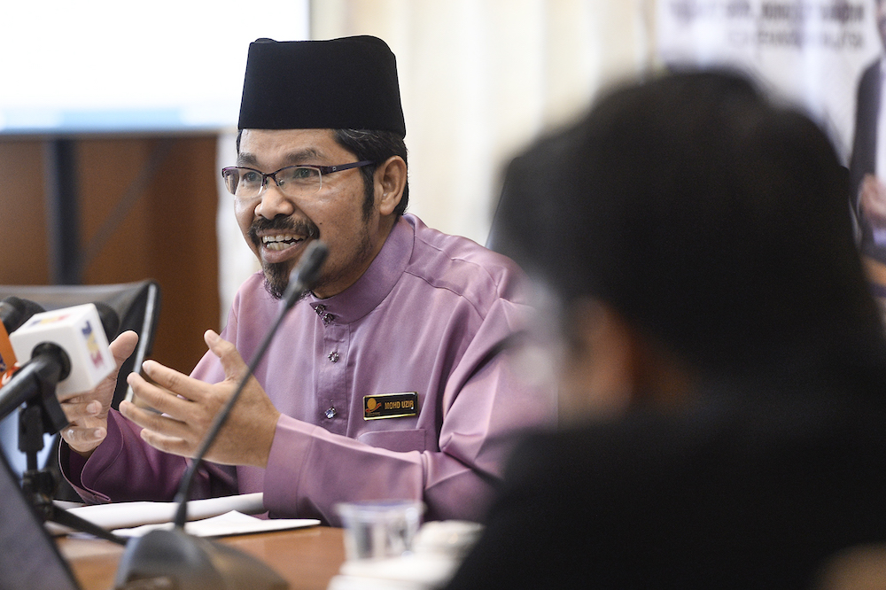 Chief statistician Datuk Seri Mohd Uzir Mahidin said the growth was driven by real imports of other basic precious and other non-ferrous metals and the number of housing units approved. — Picture by Miera Zulyana