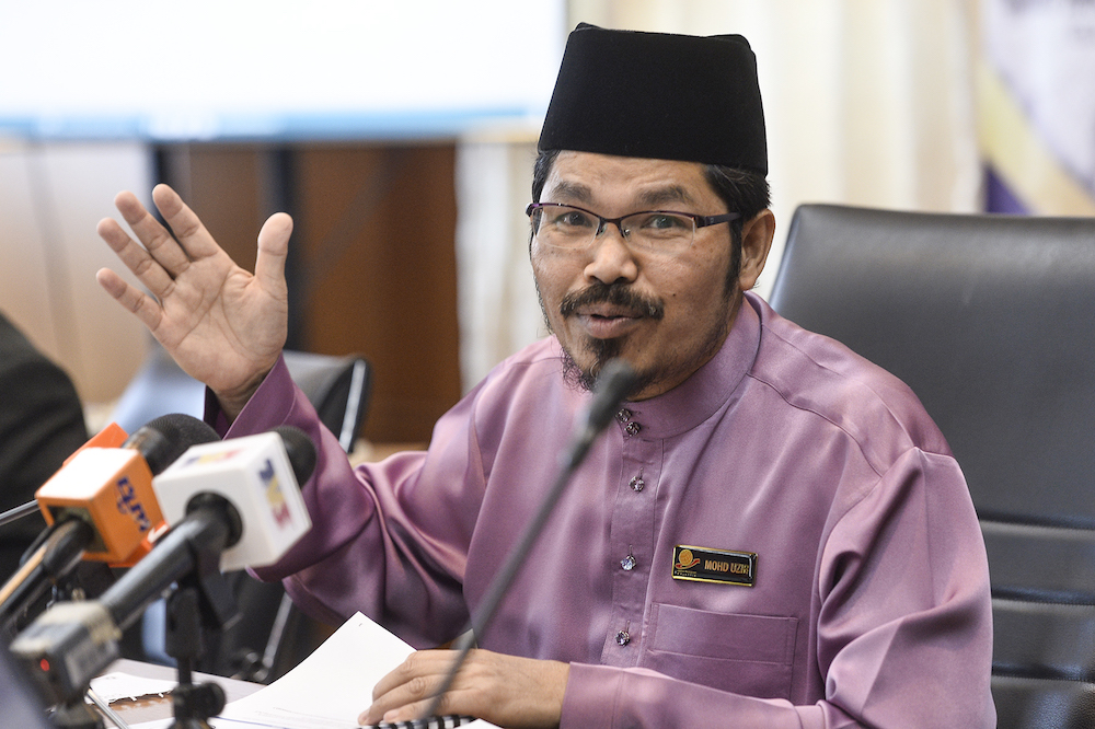 Statistics Department chief Datuk Seri Mohd Uzir Mahidin speaks during the launch of the 2018 Graduates Statistics in Putrajaya December 13,2019. — Picture by Miera Zulyana
