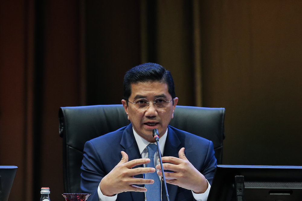 Azmin said the government has started to shift its focus away from traditional markets. — Picture by Miera Zulyana