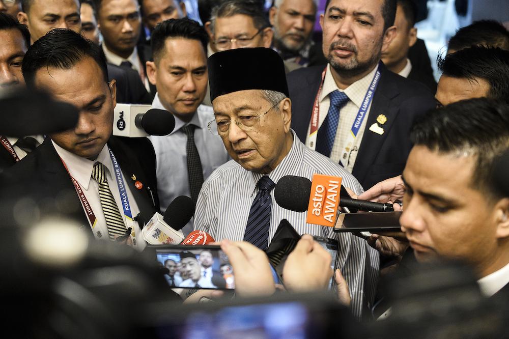 马哈迪质疑印度政府最新的公民法将穆斯林排除在外的做法。-Miera Zulyana摄-