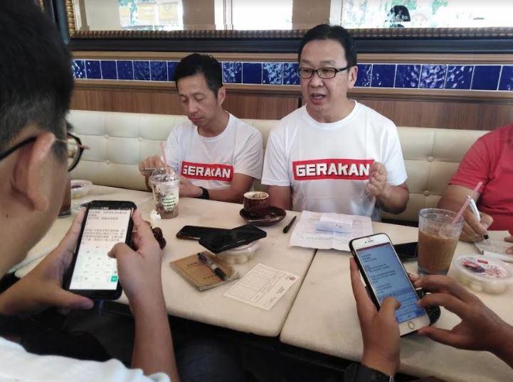 """刘华才(右)说,他不晓得马哈迪是否老糊涂了,还说:""""不要忘了,马哈迪的祖父也是来自印度""""。-图民政党提供-"""