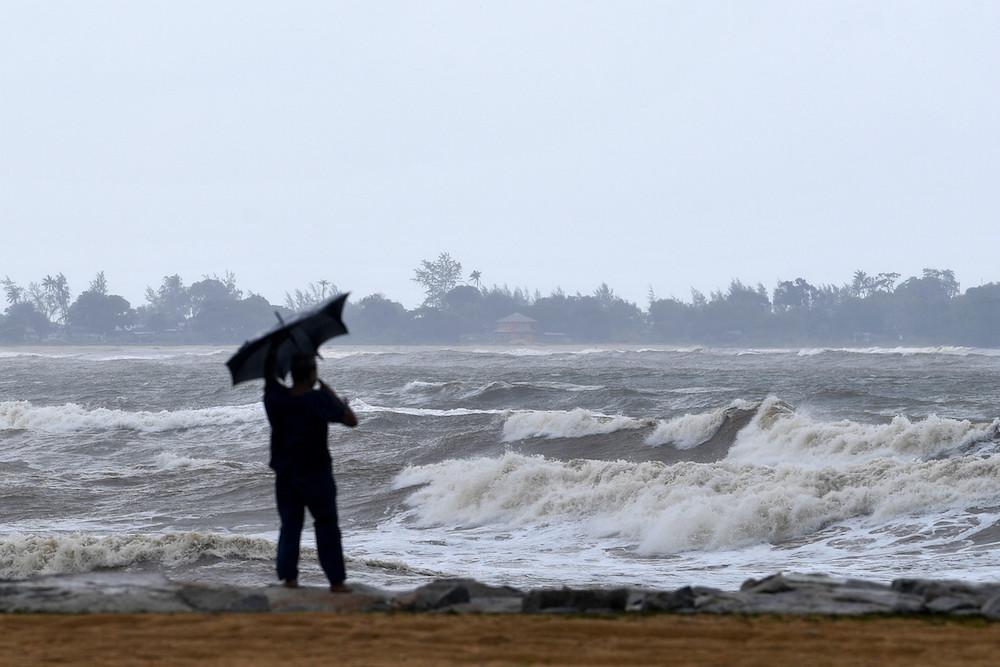 High surf and rough seas are seen at Teluk Beach in Dungun December 7, 2019. — Bernama pic