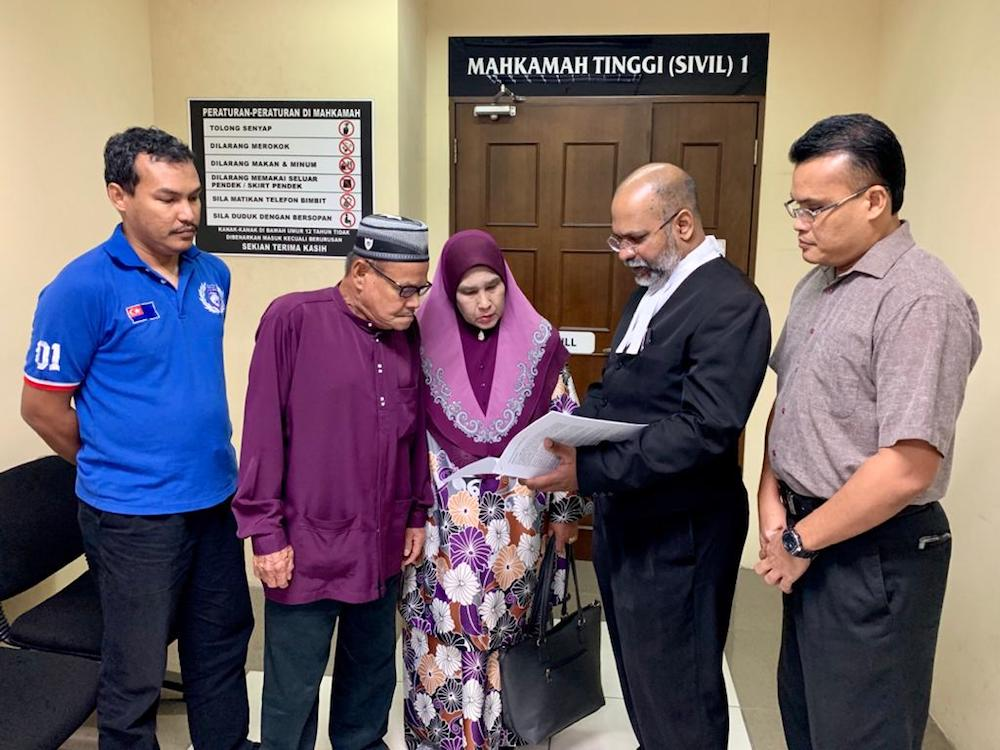 Lawyer for the plaintiffs, M. Visvanathan and Syed Mohd Azlan Syed Mohamed Nur's family at the Johor Baru High Court December 19, 2019. — Picture by Ben Tan