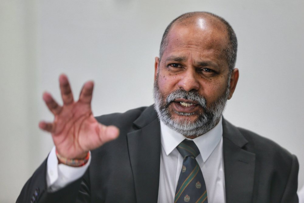 Lawyer M. Visvanathan speaks during the press conference in Petaling Jaya December 23,2019. ― Picture by Ahmad Zamzahuri