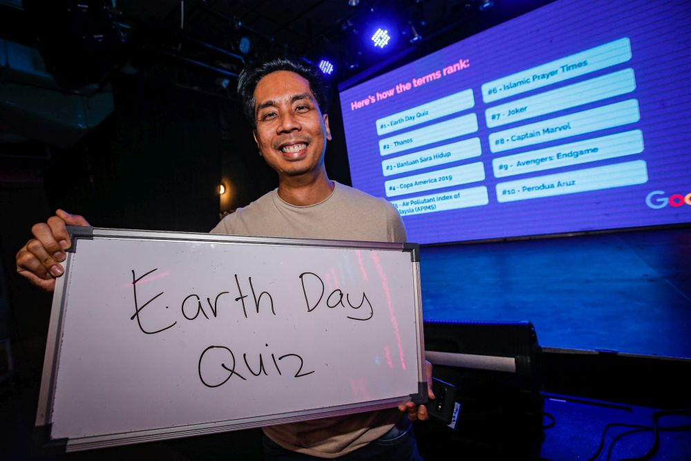 Google Malaysia's head of communications Zeffri Yusof holds up a whiteboard with the words 'Earth Day Quiz', the most-searched term in Malaysia this year, during a Google event at Publika, Kuala Lumpur December 11, 2019. — Picture by Hari Anggara