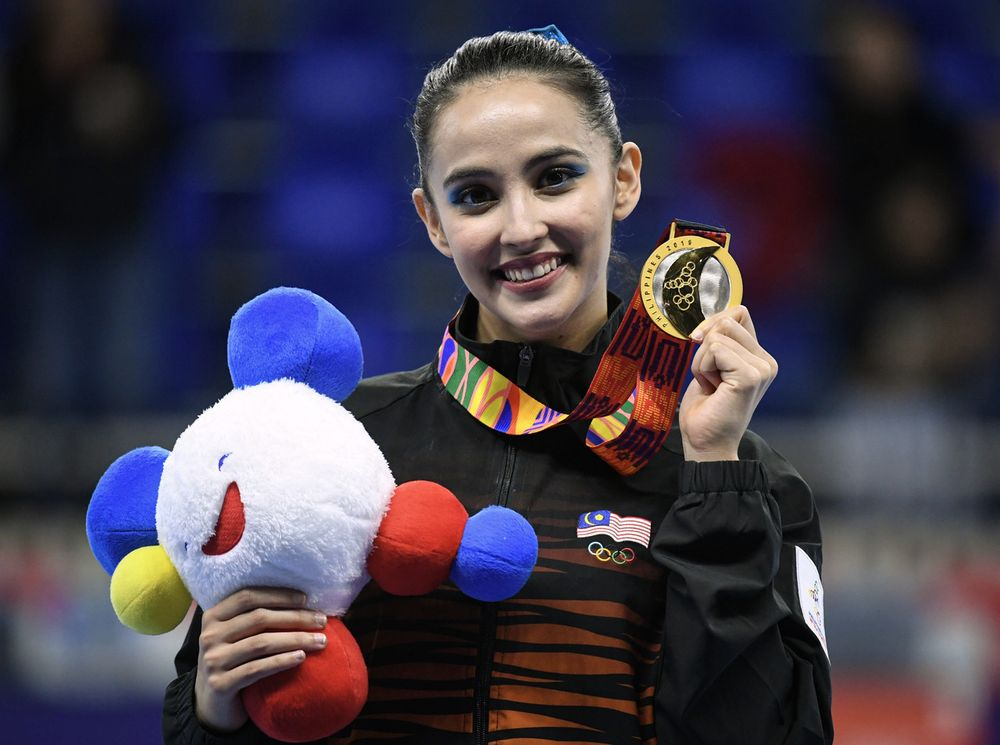 National gymnast Farah Ann Abdul Hadi showing off her gold medal won in the All Women's Finals event at the 2019 SEA Manila Games at the Rizal Memorial Sports Complex in Manila, December 2, 2019. — Bernama pic