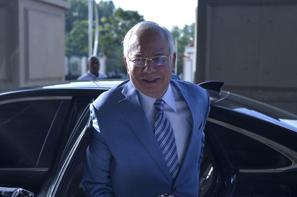 Former prime minister Datuk Seri Najib Razak arrives at the Kuala Lumpur High Court Complex December 18, 2019. ― Picture by Shafwan Zaidon