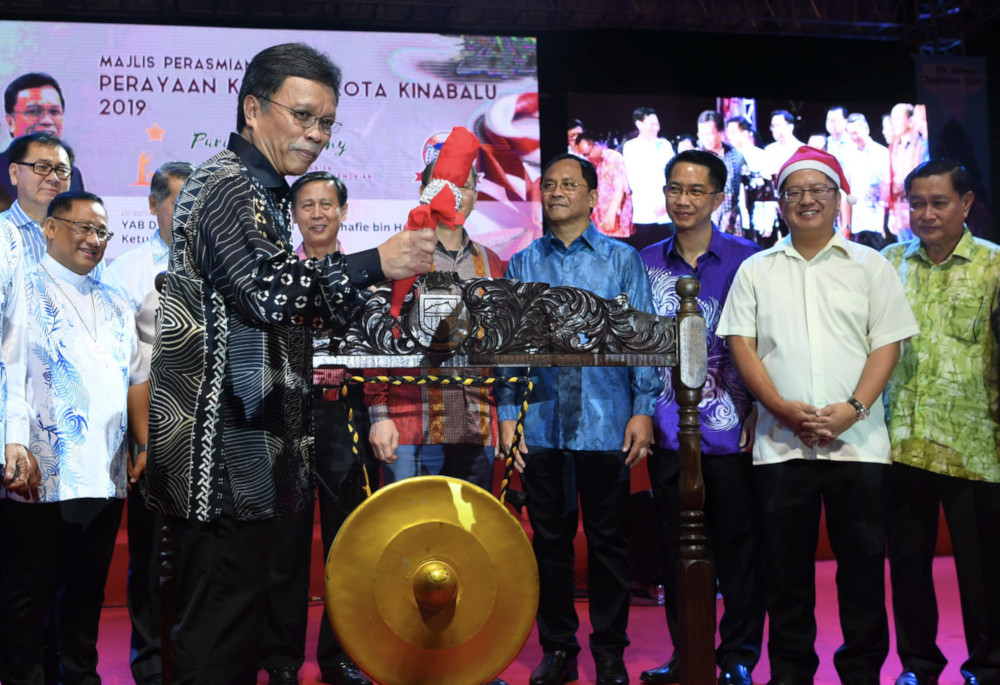 Sabah Chief Minister Datuk Seri Mohd Shafie Apdal launching the 2019 Kota Kinabalu Christmas celebration in Padang Merdeka December 11, 2019. — Bernama pic