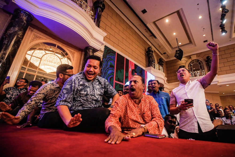 Dr Afif Bahardin and other supporters cheer on PKR deputy president, Datuk Seri Azmin Ali, during his speech at the 'SPV 2030' dinner in Kuala Lumpur December 8, 2019. — Picture by Hari Anggara
