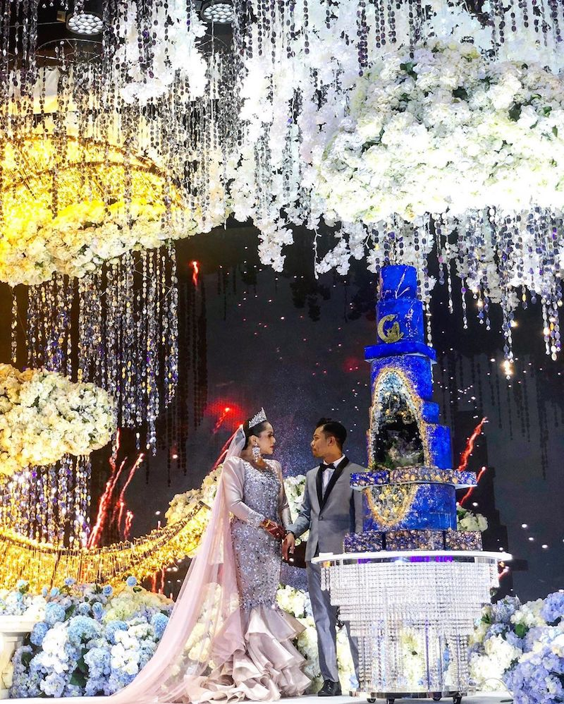 Elly Mazlein and Mohamad Azlan Che Nuh were married on January 18 at PWTC. — Picture courtesy of Instagram/Mad About Cake