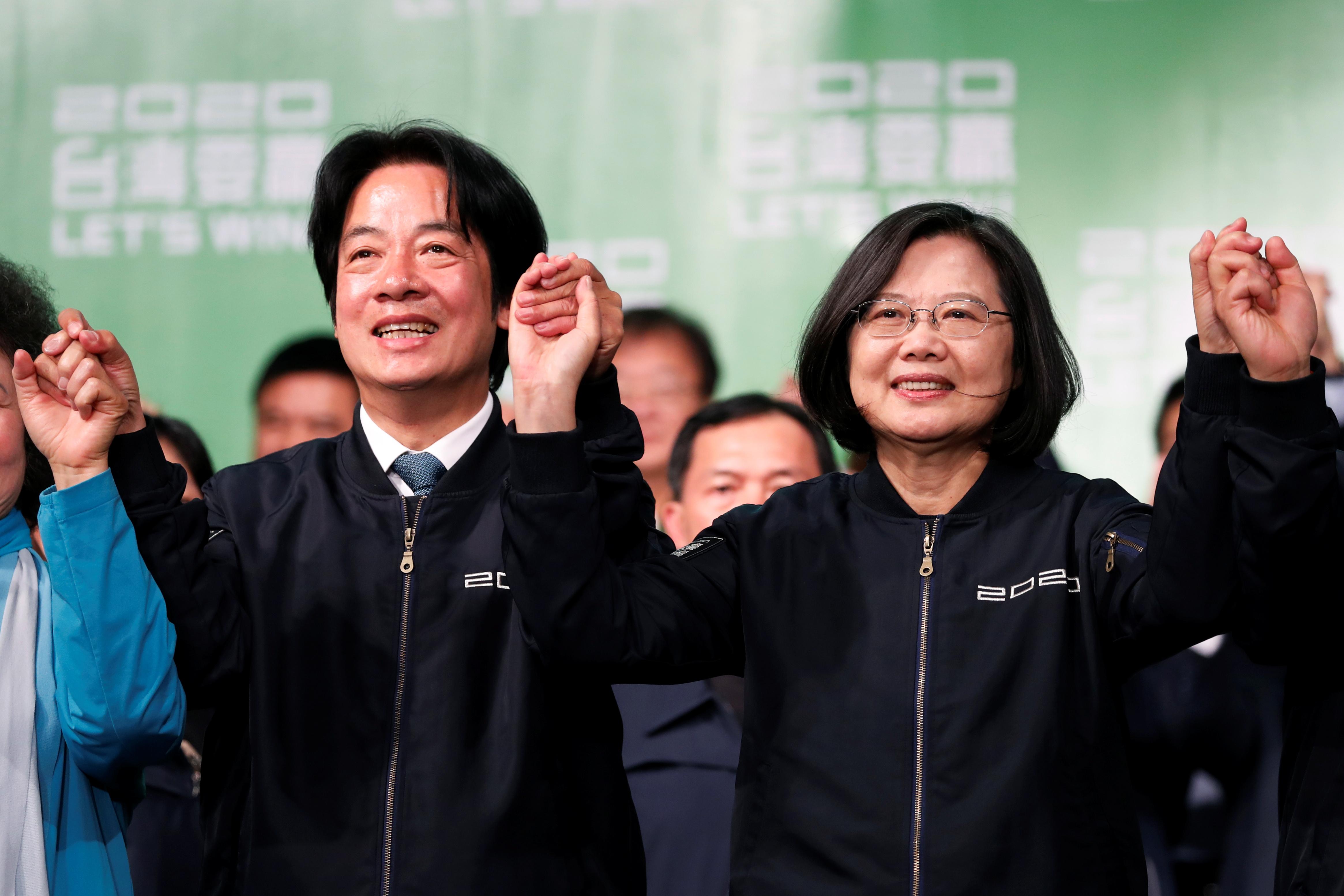 民进党正副总统候选人蔡英文、赖清德(左)拿下超过817万票,以得票率57.13%高票当选,创下自1996年总统直选以来最高票记录。-路透社-