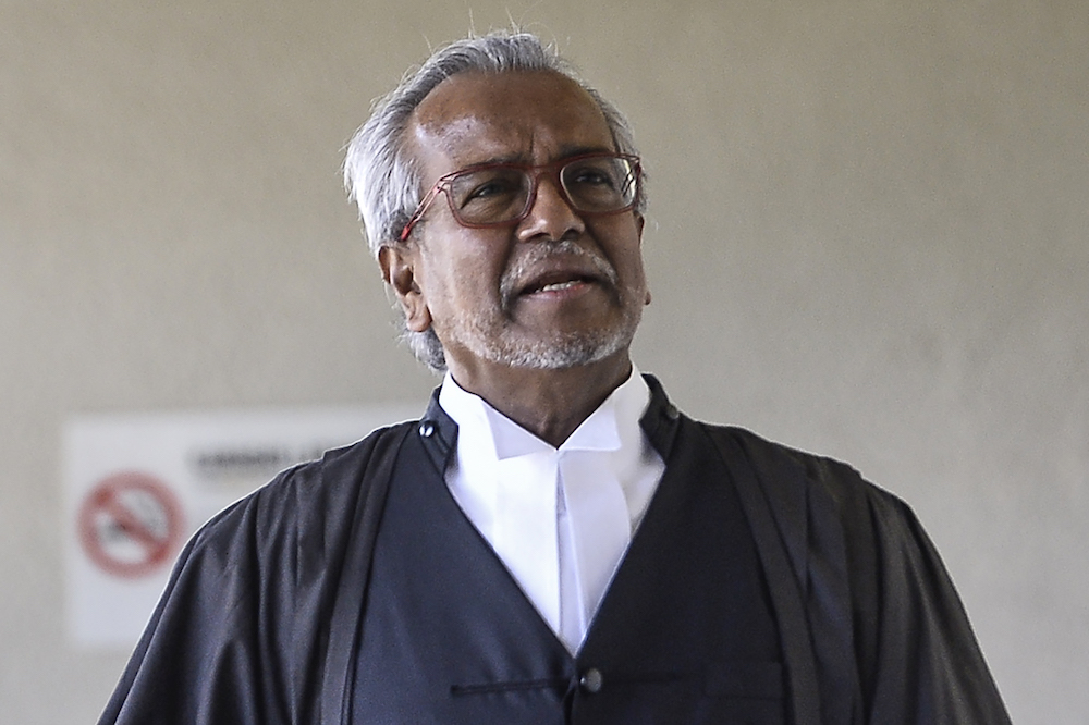 Lawyer Tan Sri Muhammad Shafee Abdullah (pic) says Datuk Seri Najib Razak is expected to file a defamation suit against Tan Sri Tommy Thomas this week. — Picture by Miera Zulyana