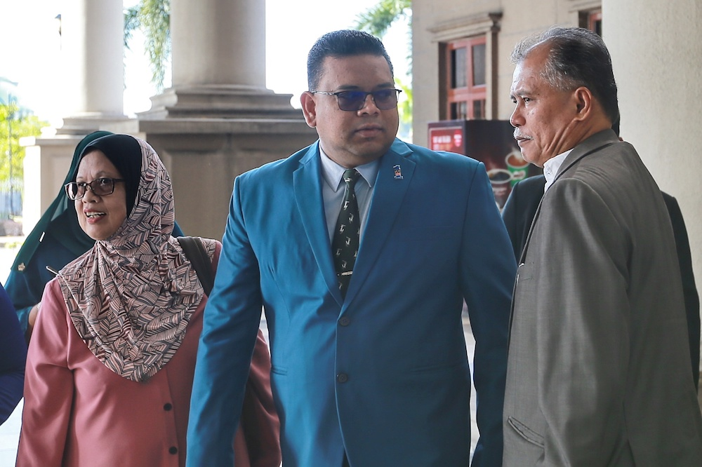 Former AG Tan Sri Tommy Thomas initiated the committal proceeding against former Umno Supreme Council member Datuk Lokman Noor Adam (pic), seeking an order for Lokman to be committed to prison or be fined for his action. — Picture by Ahmad Zamzahuri