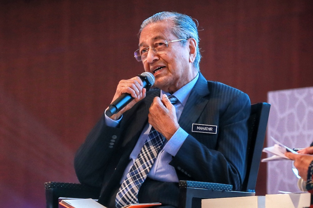 Tun Dr Mahathir Mohamad who has the distinction of being Malaysia's prime minister twice, today said he aspired to the position again because his past successors have ignored his advice in governing the country. — Picture by Ahmad Zamzahuri