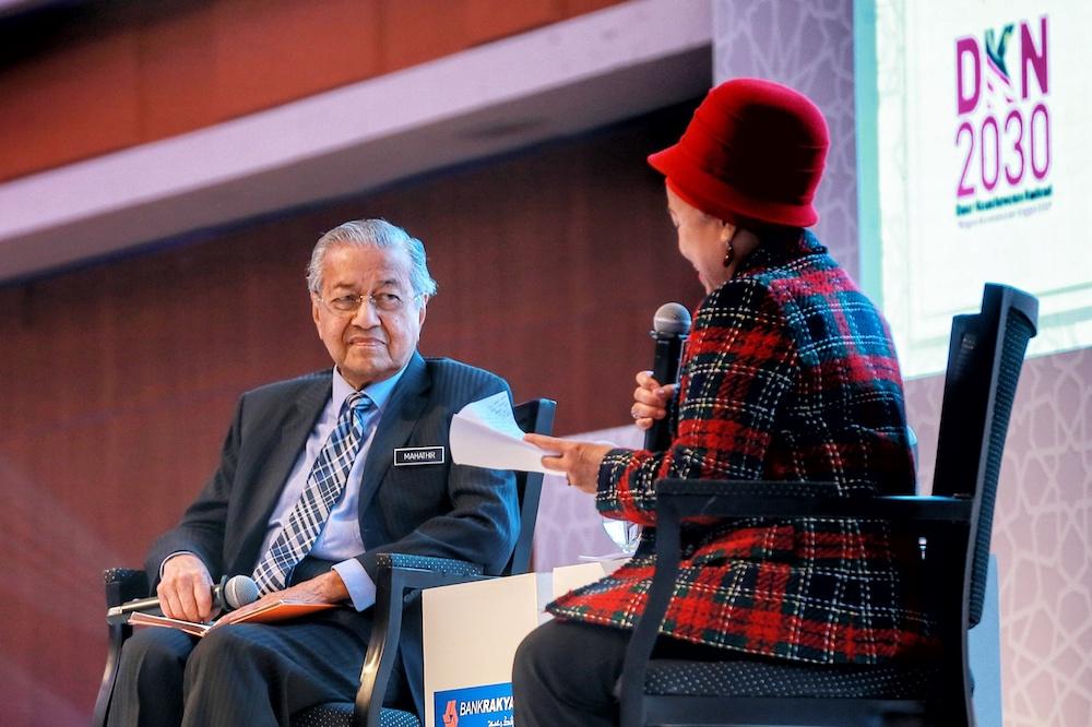 Prime Minister Tun Dr Mahathir Mohamad has a dialogue with Bank Rakyat chairman Datuk Noripah Kamso during the Bank Rakyat 2019 National Conference on Integrity in Kuala Lumpur January 14, 2020. — Picture by Ahmad Zamzahuri