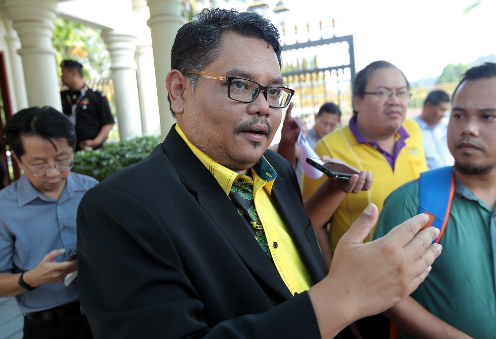 Aswannudin Hariffudin speaking to the press on the 999-years land ownership issue in front of the State Secretariat Building in Ipoh January 15, 2020.