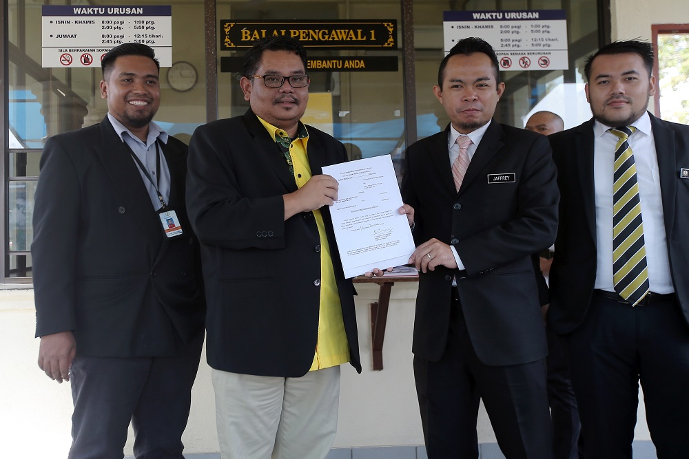 Aswannudin Hariffudin (second left) and Perak mentri besar's special officer Mohd Jaffery Mohd Zainol (second right) in front of the State Secretariat Building in Ipoh January 15, 2020. — Pictures by Farhan Najib