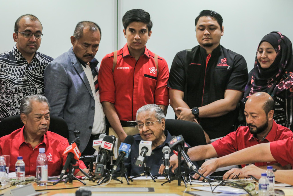 Bersatu chairman Tun Dr Mahathir Mohamad speaks to reporter at a press conference at the Bukhary Foundation, Kuala Lumpur January 17, 2020. — Picture by Hari Anggara