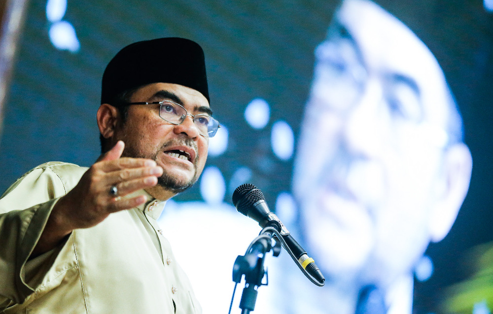 Minister in the Prime Minister's Department Datuk Seri Mujahid Yusof says the 'bin Abdullah' issue will be discussed further with muftis. — Picture by Sayuti Zainudin