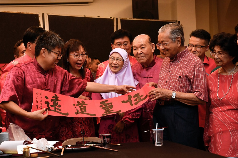Prime Minister Tun Dr Mahathir Mohamad (second right), Deputy Prime Minister Datuk Seri Dr Wan Azizah Wan Ismail (centre) and Primary Industries Minister Teresa Kok (second left) during a Chinese New Year Open House event in Kuala Lumpur January 25, 2020.—Bernama pic