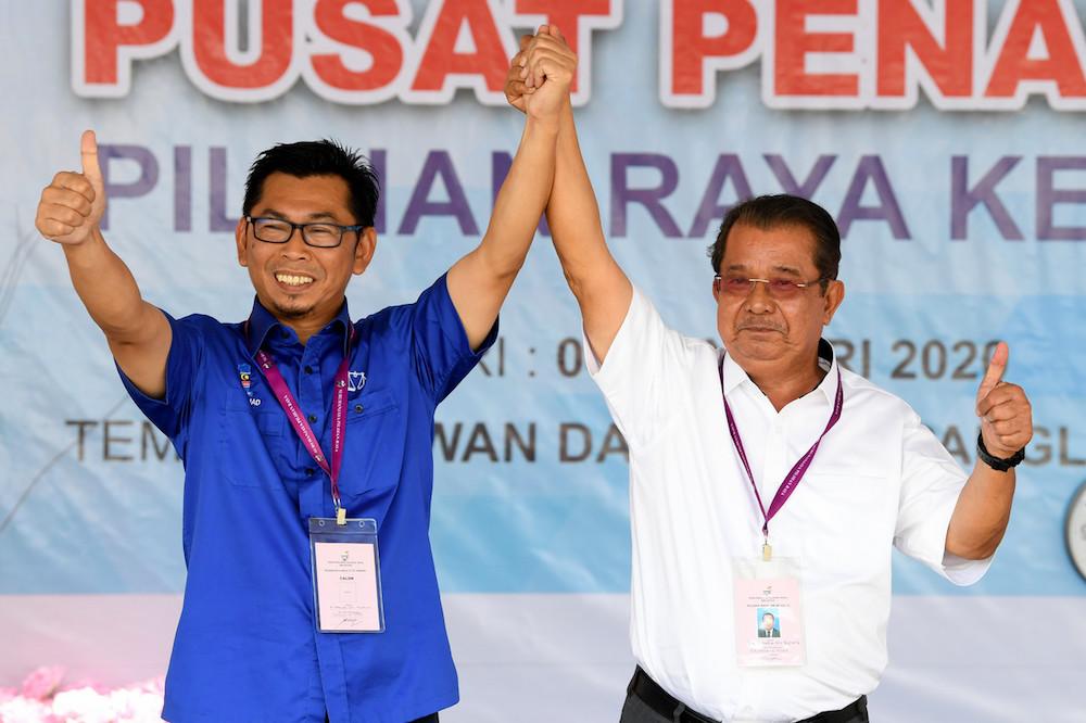 BN candidate Datuk Mohamad Alamin and Warisan candidate Datuk Karim Bujang pose for pictures on Nomination Day at Dewan Datuk Seri Panglima Dun Banir in Beaufort January 4, 2020. ― Bernama pic