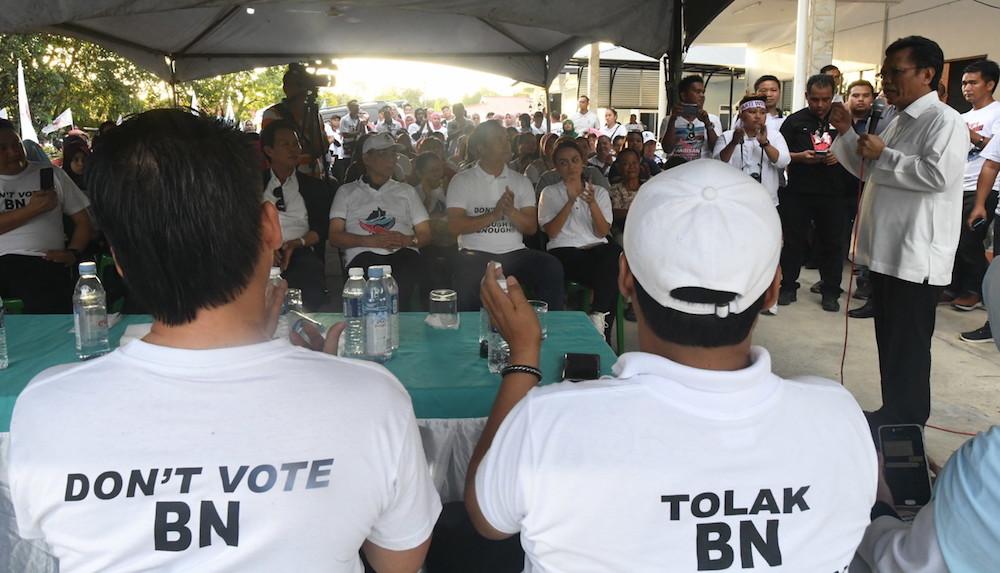 Sabah Chief Minister Datuk Seri Shafie Apdal addresses a gathering during the official launch of Warisan's Kampung Kelatuan branch in Papar January 5, 2020. — Bernama pic