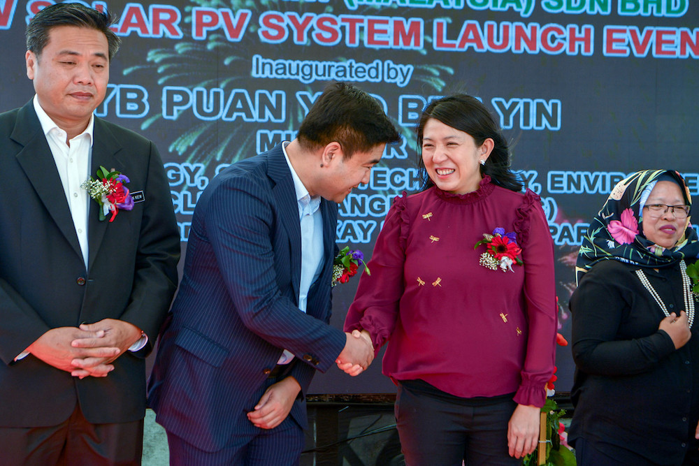 Energy, Science, Technology, Environment and Climate Change Minister Yeo Bee Yin shakes hands with Xinyi Solar Malaysia director Datuk Liu Xiaorong during the launch of the Rooftop Solar PV System project in Jasin January 6, 2020. — Bernama pic