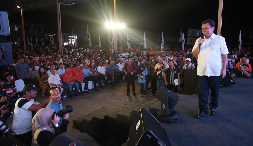 Sabah Chief Minister Datuk Seri Shafie Apdal addresses a youth gathering in Bongawan January 13, 2020. — Bernama pic