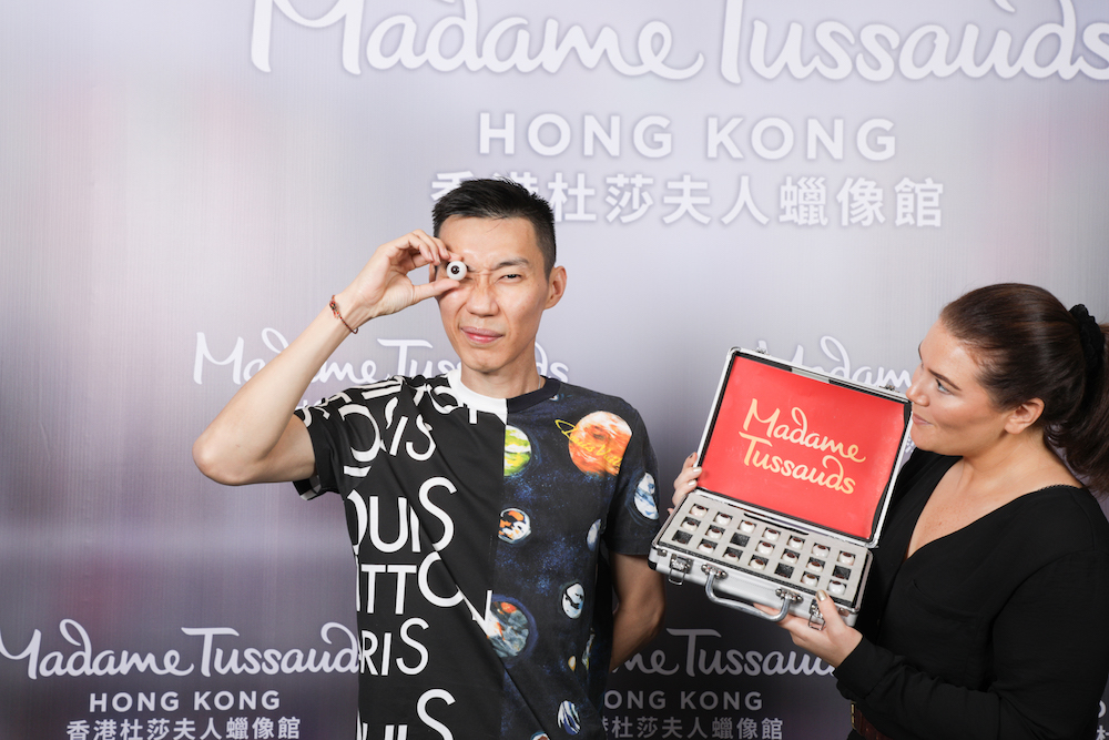 Datuk Lee Chong Wei selecting the eye colour closest to his own for the wax figure at Madame Tussauds Hong Kong. — Picture courtesy of Madame Tussauds Hong Kong
