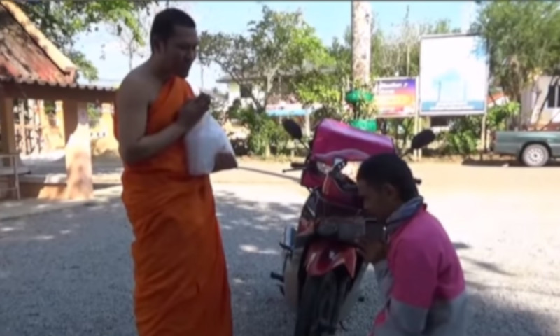 The Thai monk became an overnight hit on social media after making known that he accepts offerings via food delivery apps. — Screenshot via Facebook/One31.net