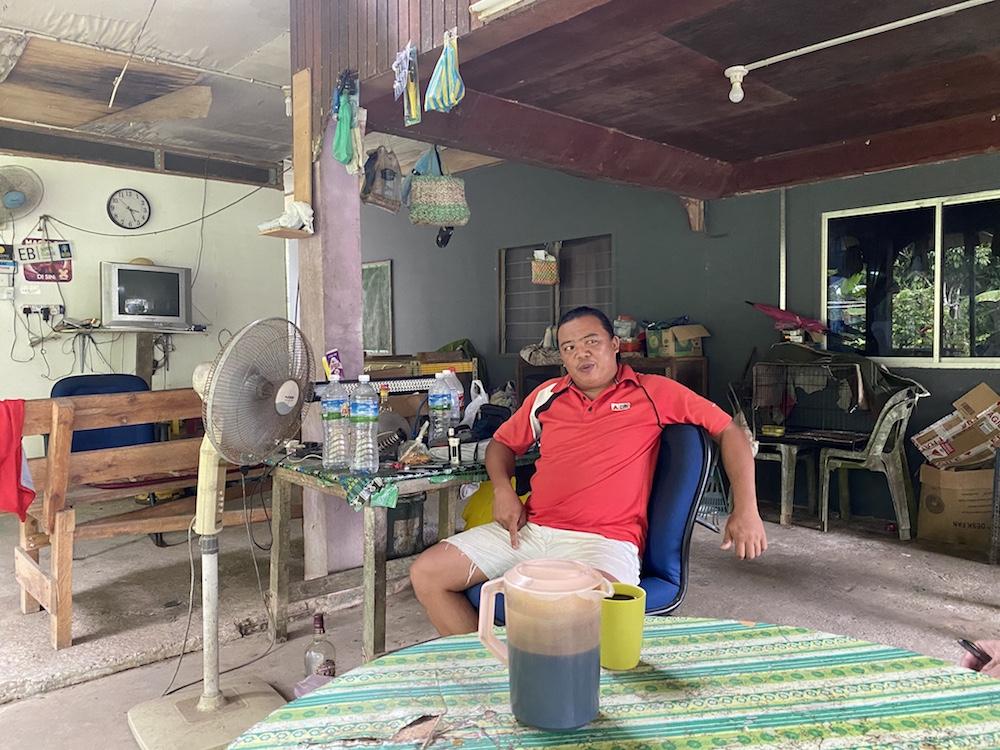 Zuliadi Zuibin of Kampung Mandagin says development in Membakut should come before politicking. — Picture by Julia Chan