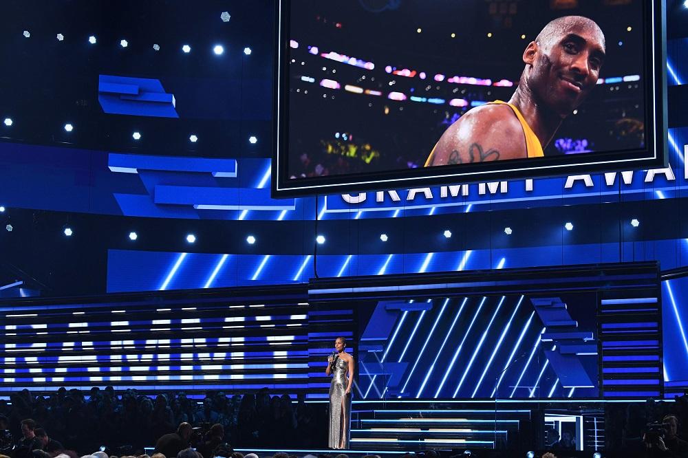 格莱美颁奖典礼,Alicia Keys在主持临时增设的追悼科比环节。-法新社-