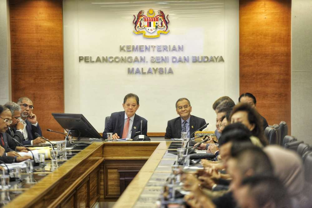 Health Minister Datuk Seri Dzulkefly Ahmad and Tourism Minister Datuk Mohammadin Ketapi chair a special meeting and briefing session in Putrajaya January 28, 2020. ― Picture by Shafwan Zaidon