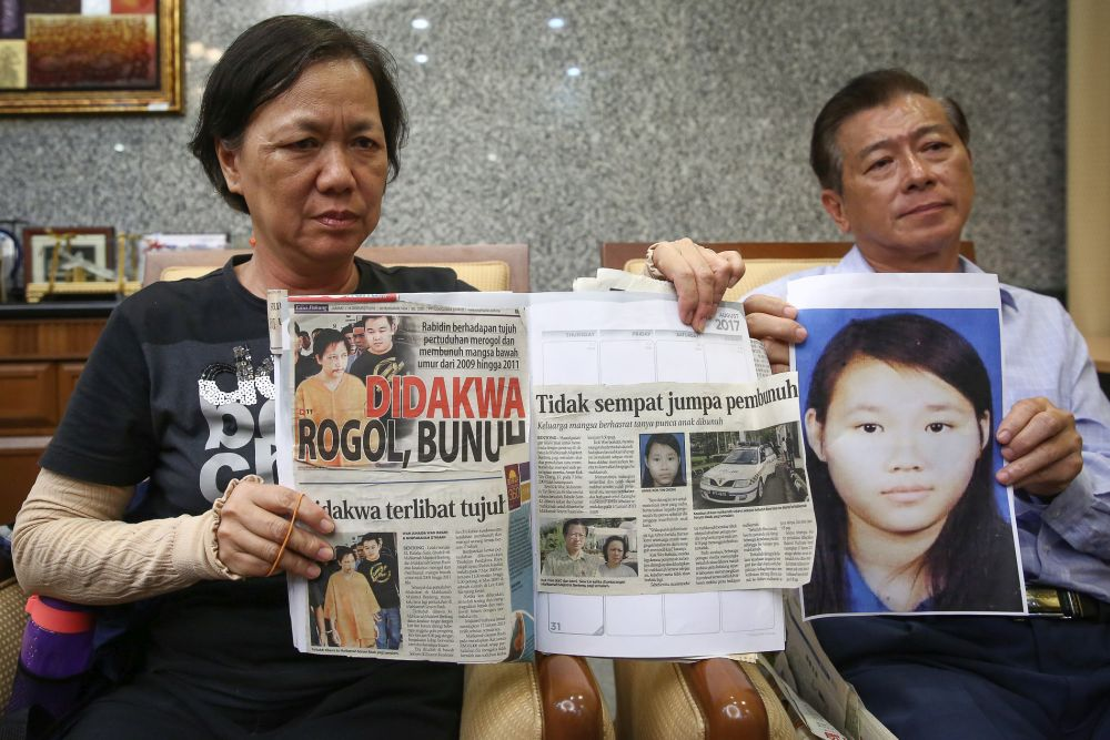 Tan Siew Lin (left) holds up news clippings of her daughter Annie Kok Yin Cheng as she speaks during a news conference at the Legal Affairs Division of the Prime Minister's Department in Putrajaya January 14, 2020. — Picture by Yusof Mat Isa