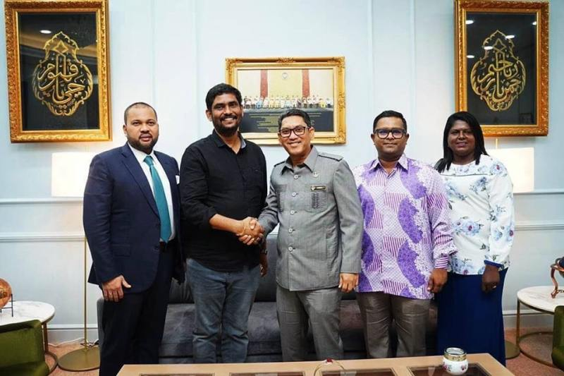 Tamil movie producer Suresh Kamathci (second left) from India visited Perak Mentri Besar Datuk Seri Ahmad Faizal Azumu at his office in the State Secretariat Building in Ipoh.  ― Picture via Perak MB's facebook page