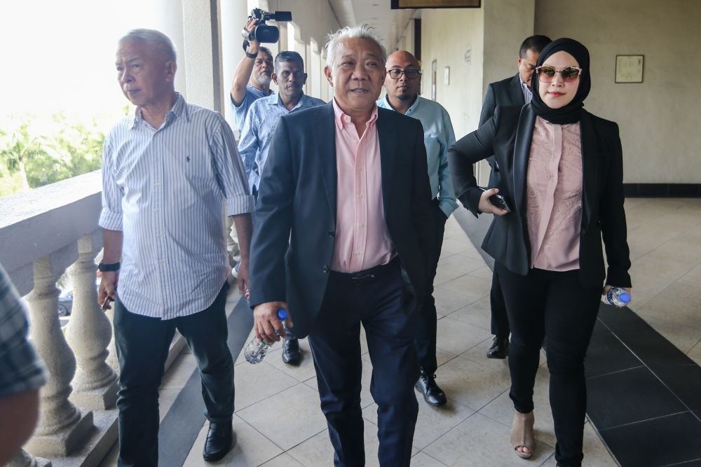 Datuk Seri Bung Moktar Radin is pictured with Datin Seri Zizie Izette A. Samad (right) at the Kuala Lumpur Courts Complex January 2, 2020. — Picture by Firdaus Latif
