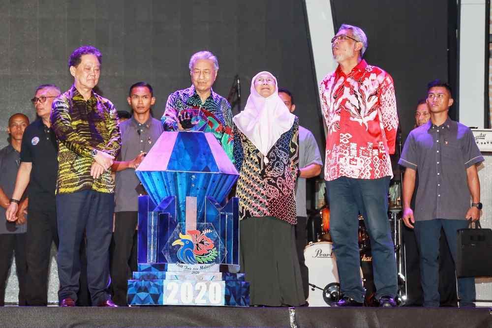 Prime Minister Tun Dr Mahathir Mohamad officiates the Visit Malaysia 2020 campaign at Dataran Merdeka in Kuala Lumpur January 1, 2020. ― Picture by Ahmad Zamzahuri