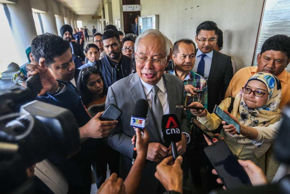 Datuk Seri Najib Razak speaks to reporters at the Kuala Lumpur High Court January 8, 2020. ― Picture by Firdaus Latif