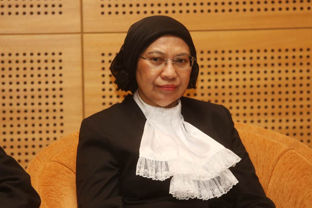 Court of Appeal president Tan Sri Rohana Yusuf said the Federal Court judges are certain that Malaysiakini's case 'attracts worldwide attention and is under the watchful eyes of various news and media portals and organisations as well as social media platforms throughout the world'. ― Picture by Choo Choy May