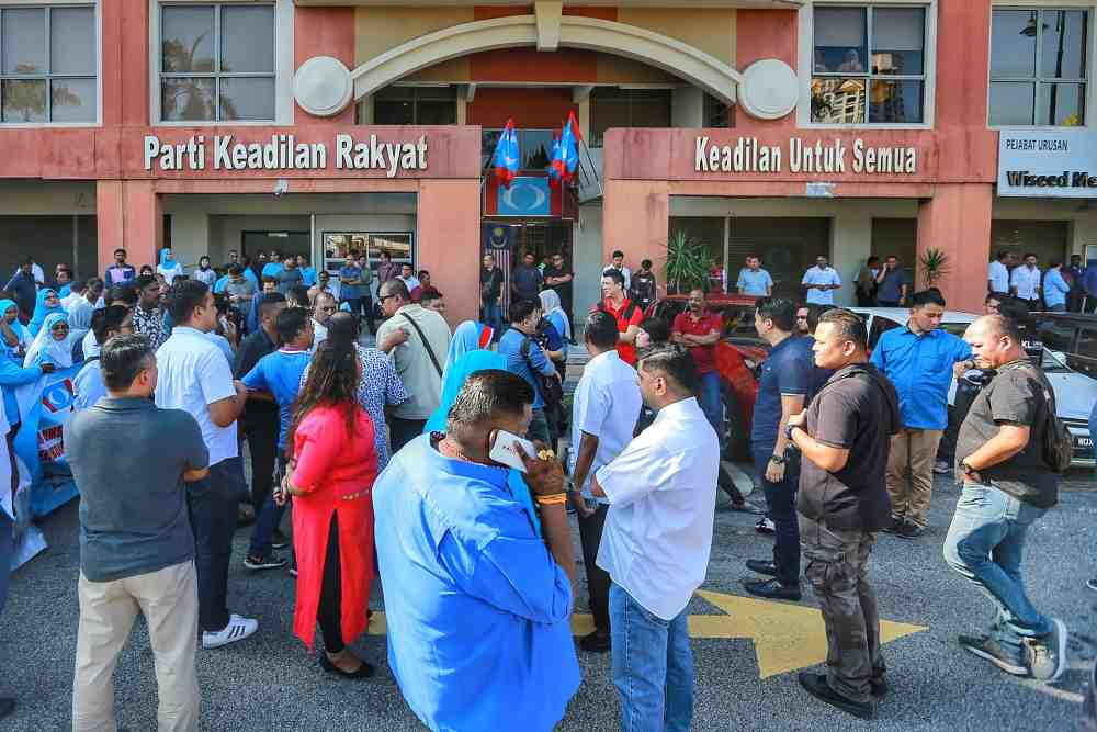 PKR supporters both in favour and against Zuraida Kamaruddin gather outside the party's headquarters in Petaling Jaya January 18, 2020.