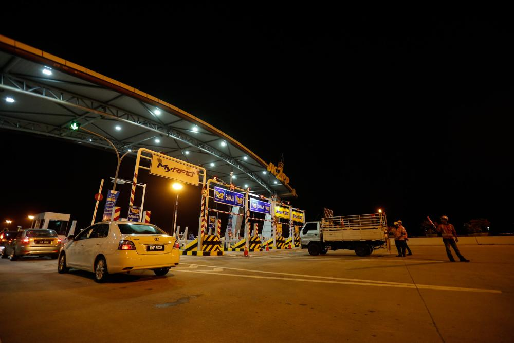 Since the Sultan Abdul Halim Mu'adzam Shah Bridge (JSAHMS) was opened, some 32.6 million vehicles had used the bridge with an average annual increase of about 32 per cent. ― Pictures by Sayuti Zainudin
