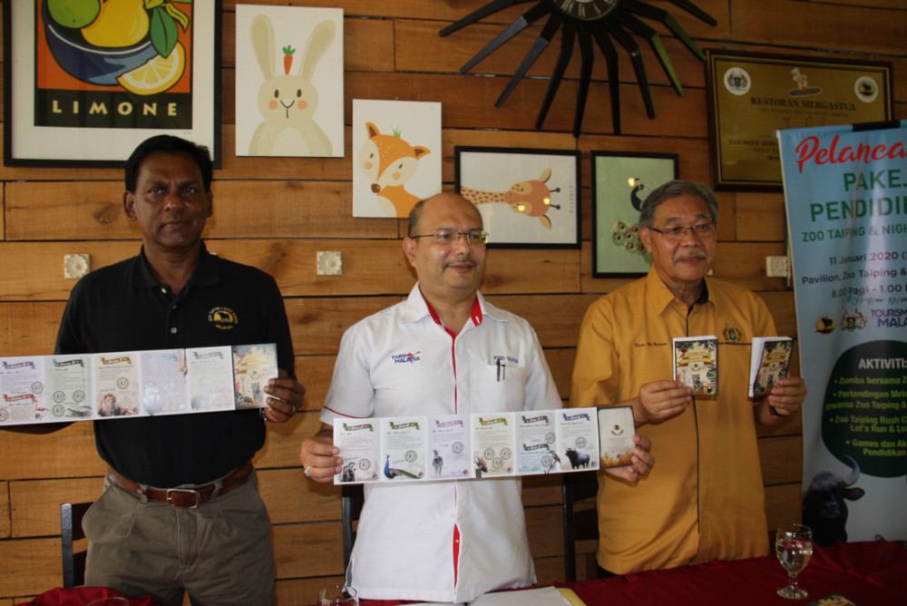 Tourism Malaysia Package Development Division director Syed Yahya Syed Othman (centre) and Taiping Zoo & Night Safari director Kevin Lazarus with the tour packages at the Taiping Zoo Pavilion January 11, 2020. — Bernama pic