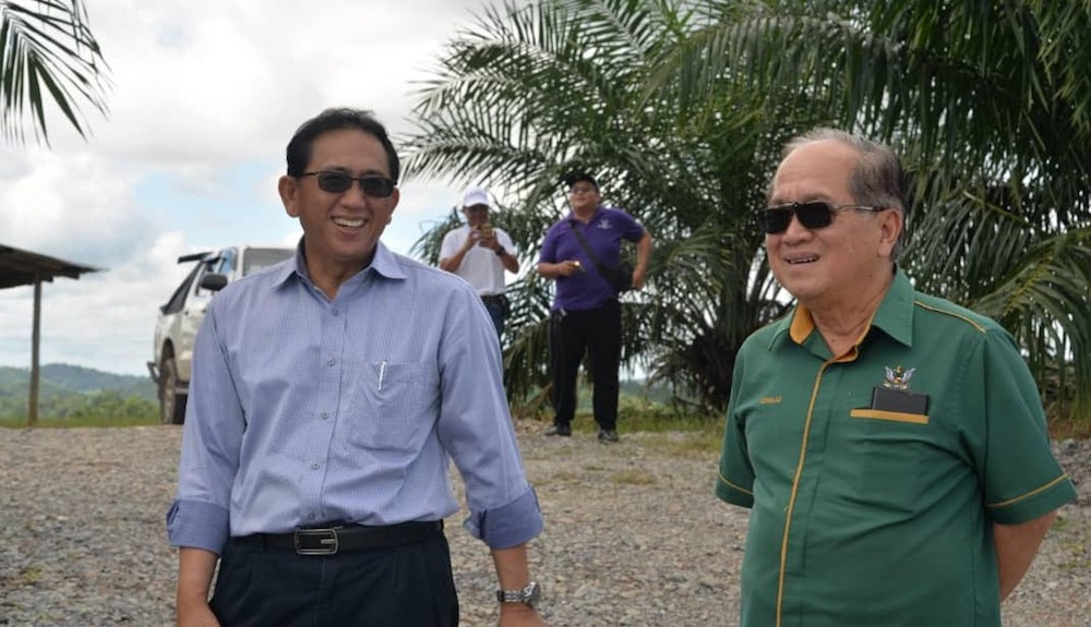 Deputy Chief Minister Datuk Amar Douglas Uggah Embas (right) with Salcra acting general manager Joseph Blandoi at the Salcra oil palm estate in Saribas January 5, 2020. — Picture courtesy of state Ministry of Agriculture, Native Land and Regional Development